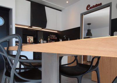 Cuisine Design à Quimperlé 29, par le faiseur de Choses, Architecte d'intérieur UFDI : Détail de la table en baubuche huilé.